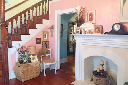 Charming Southport Home - Southport - House