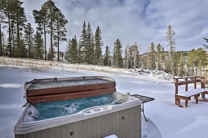 NEW! Spacious Home w/ Hot Tub, 3 Mi to Deer Mtn