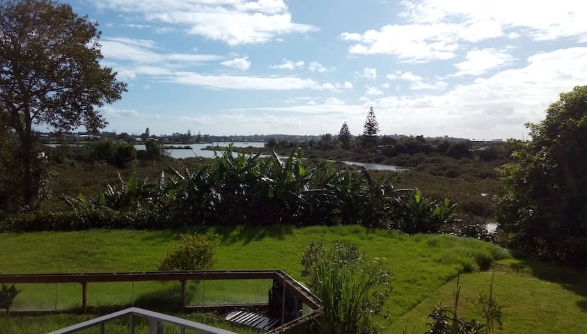 Located near the airport and city centre - Auckland - Bed & Breakfast