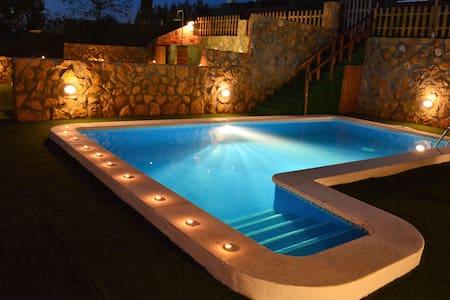 Villa  Sitges La Pineda 2 Pools. 1 for Kids. - Sant Pere de Ribes - วิลล่า