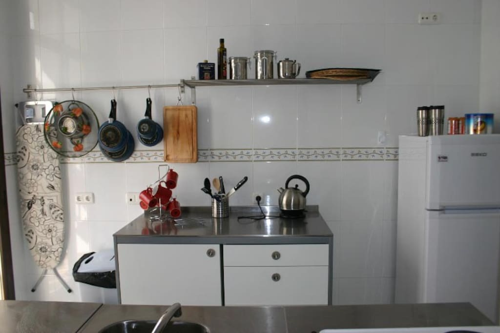 Small but compact kitchen with all you need to enjoy a quick