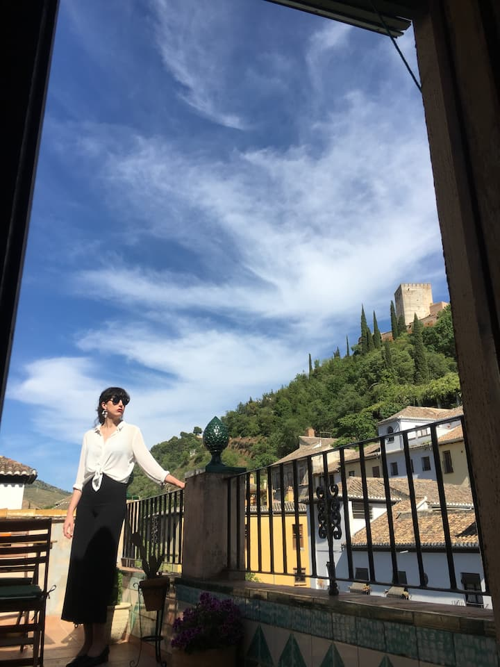 Apartment at the foot of the Alhambra and Albaizyn