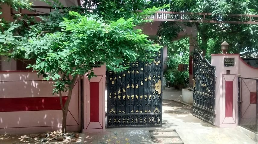 Family Guest House in Hyderabad,LBNagar. 21 Guests