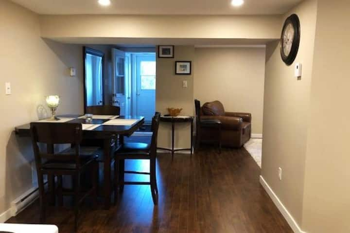 Bright and Cozy Open Concept Suite in Center City
