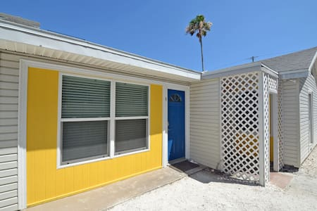 Cancel at Anytime! Studio retreat on Siesta Key, steps to the beach