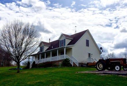 Rural Comfort--Explore & Relax! - Frostburg - 独立屋