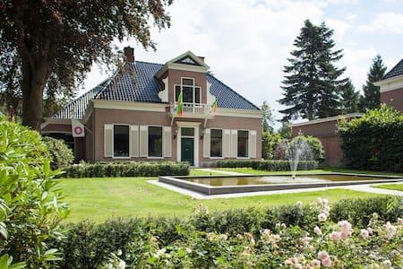 B&B-Hotel Hoeve de Vredenhof - Zuidlaren - Bed & Breakfast