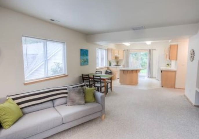 Affordable Gig Harbor Duplex ready for your stay!