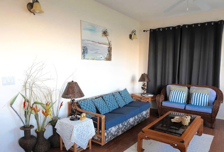 HO'OKIPA COTTAGE - Ocean Views, Private & Comfort!
