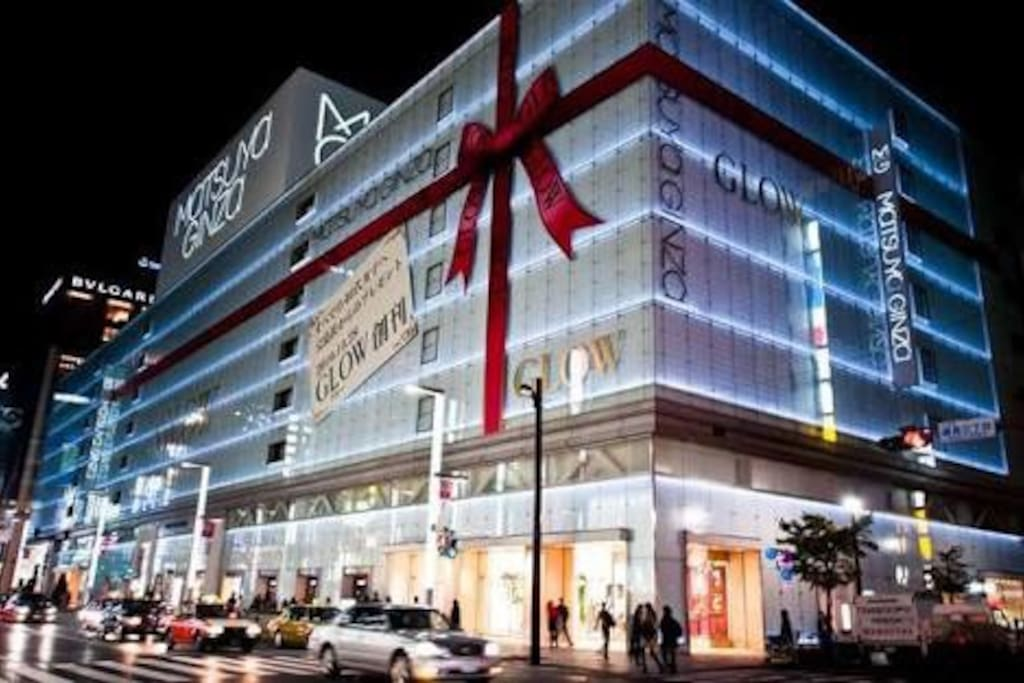 Ginza station is also a short 5 minutes away. With lots of restaurants and high end brands Ginza is the perfect place to fulfill all your shopping needs