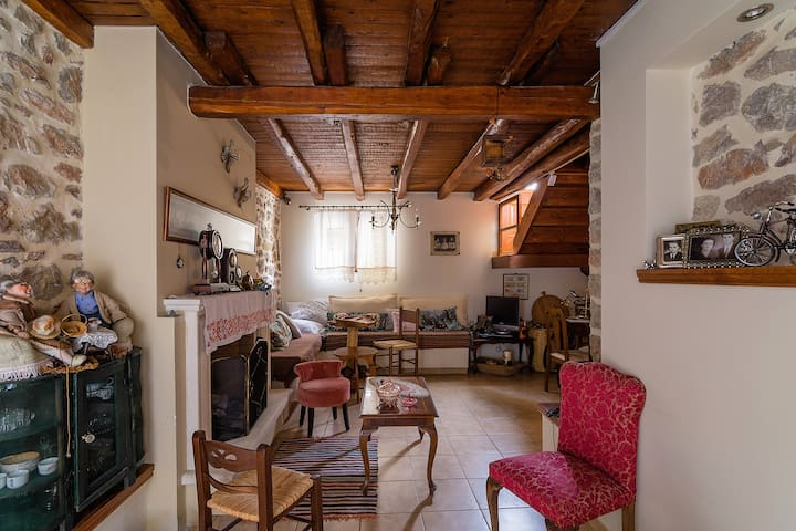Traditional stone-built maisonette in Nafpaktos - Ναύπακτος - House