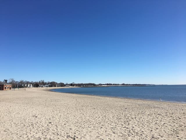 Walk To The Beach - NYC Getaway - Westport CT!