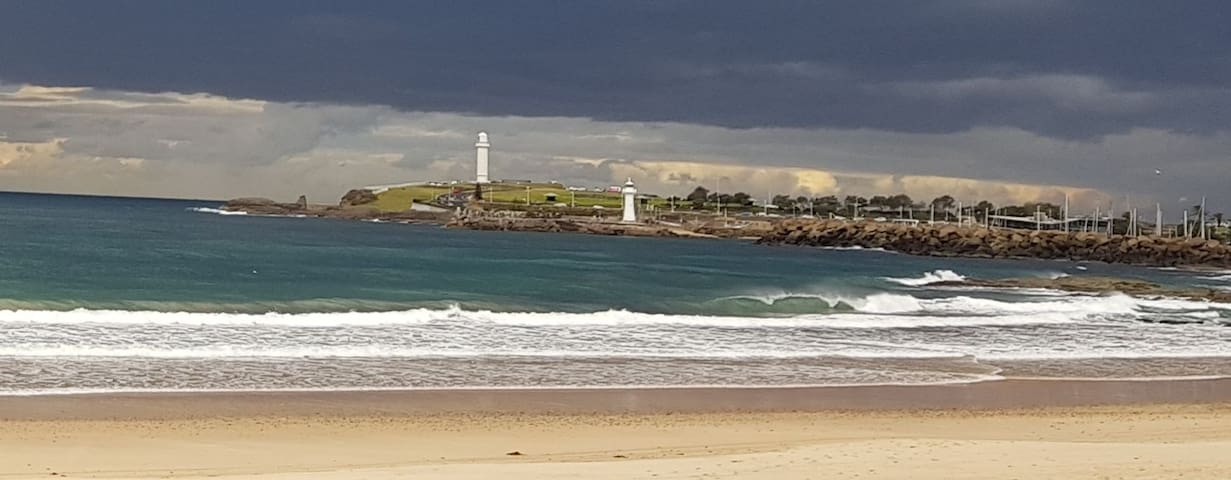 Iconic Wollongong lighthouses five minutes away