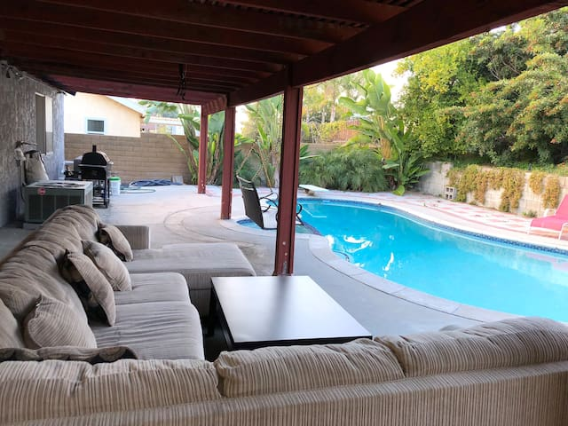 3bed/2bath Pool House, Lounge yard, Cozy