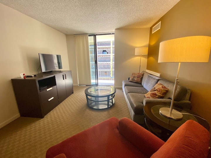 Private balcony w/city view! Brooks Tower 4K