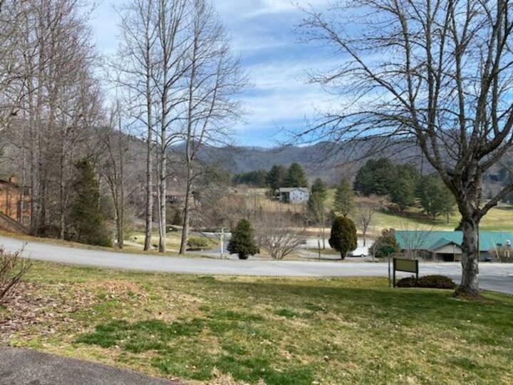 Smoky Hollow Golf Villa - Mill Creek Country Club