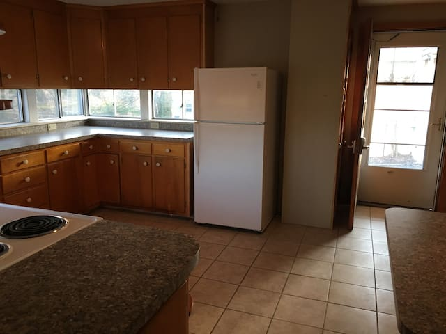 Spacious Eat In Kitchen Stove, Refrig, microwave, dishwasher