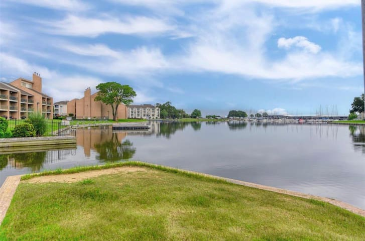 Water front Condo on Lake Conroe