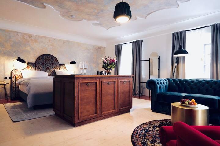 MONASTERY GARDEN generous rooms