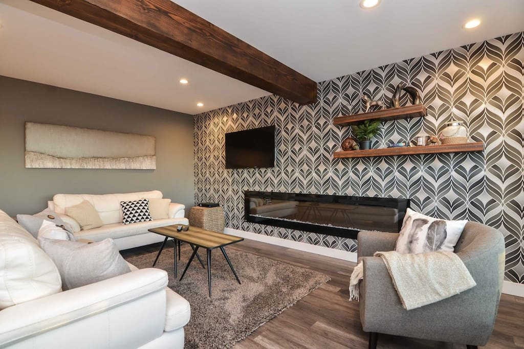 Trendy open concept living at its finest! Leather coaches are laid out in order to give you optimum views of the Lovely view.