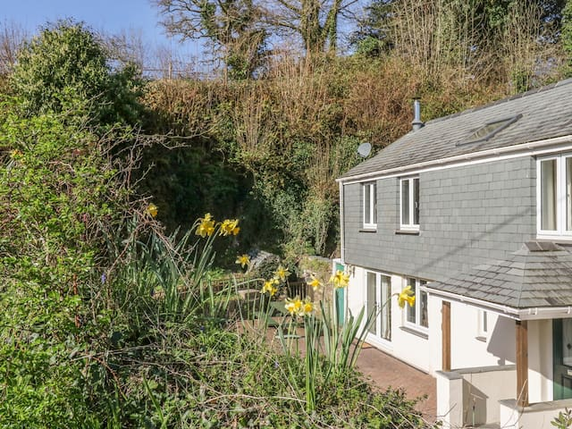 LOWER BUTTERVILLA COTTAGE, with open fire in St Germans, Ref 967302