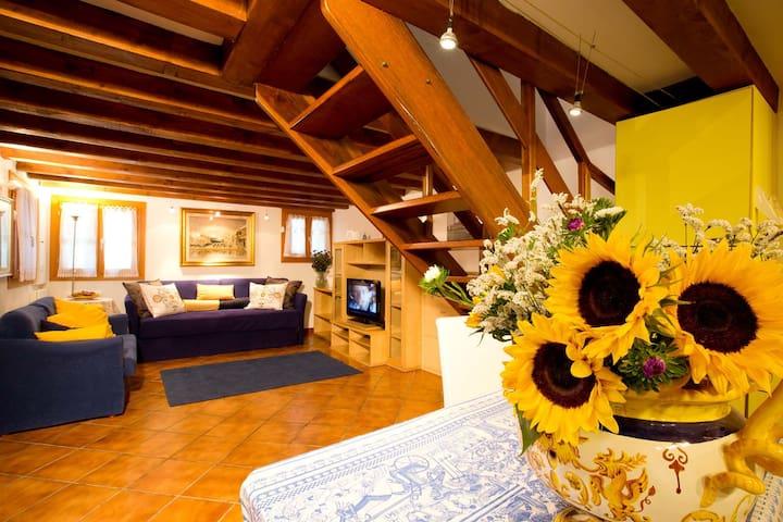 Cozy single house at 5 min walk from St Mark's - Venezia - Apartment