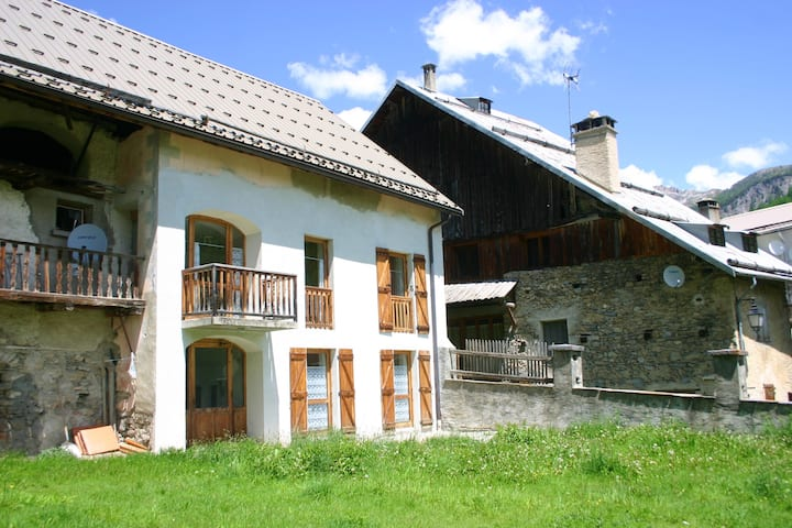 Apartment with 3 bedrooms in Arvieux, with wonderful mountain view, enclosed garden and WiFi