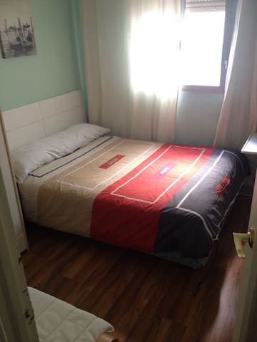 Bright room. Double bed. - Madrid