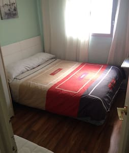 Bright room. Double bed. - Appartement