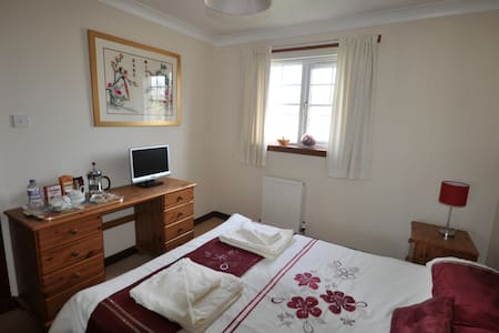 Double room B&B in cul-de-sac in village by AYR - Dalrymple - Hus