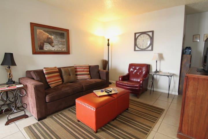 Tulsa University Area Apartment #8 Upstairs