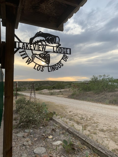 Escape to Lakeview Lodge
