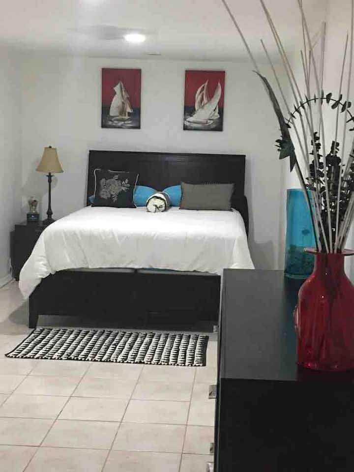 Beautiful & Private 1 BR with Bath