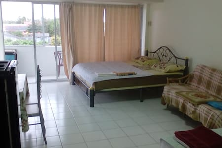 Apartment Front Beach Big Terrace with Pool View. - Rayong - Appartement