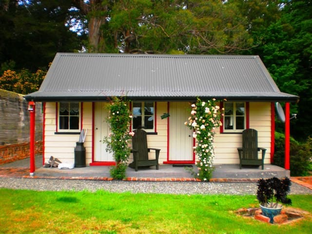 Ica Station Whare (2 person cottage) - Whareama - Chalé