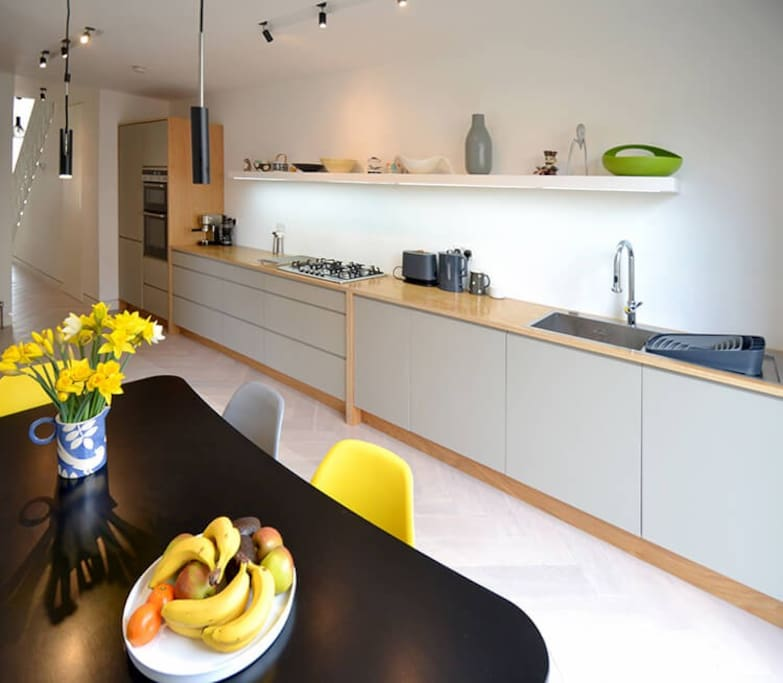 Bespoke, excellently equiped kitchen and dining space