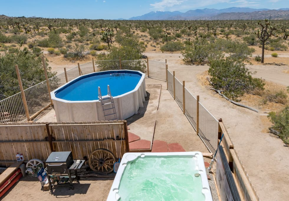 Private HEATED Pool and Jacuzzi with View of Yucca Lights