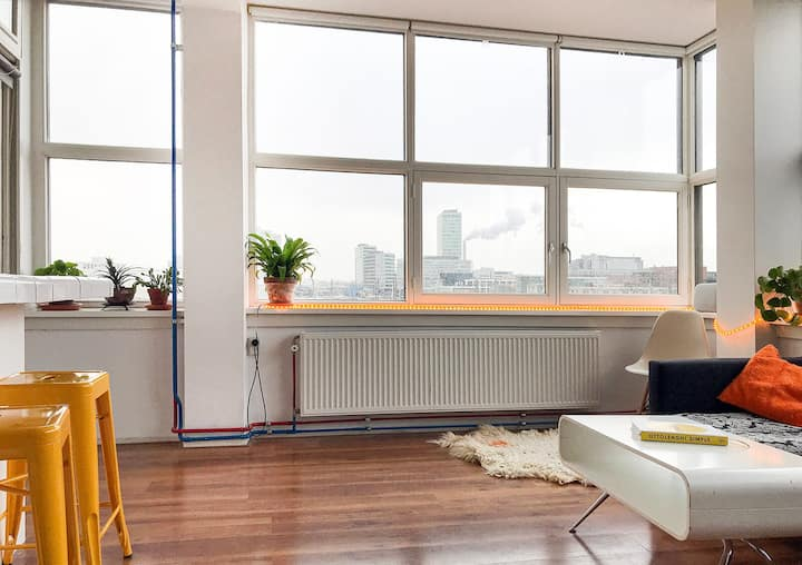 Bright penthouse with bath & panorama views