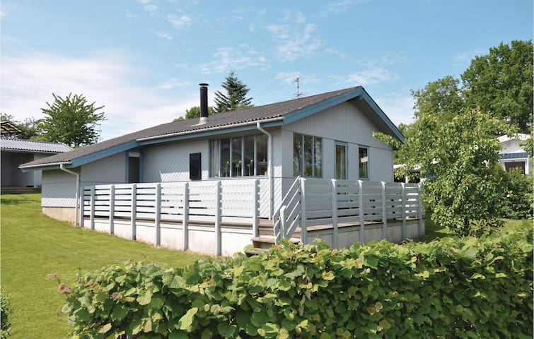 Holiday cottage with 3 bedrooms on 71m² in Gråsten