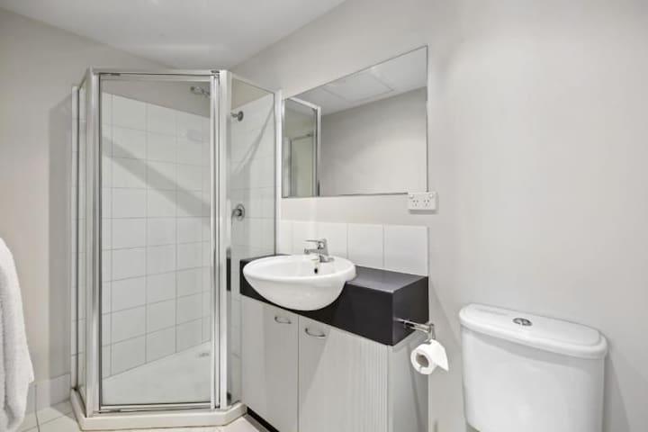 Full en-suite bathroom including towels and soap.