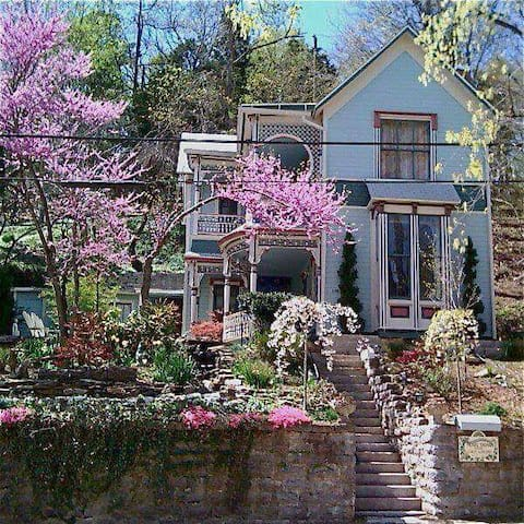 """The timeless """"Pearl of Great Price"""" - Eureka Springs - House"""