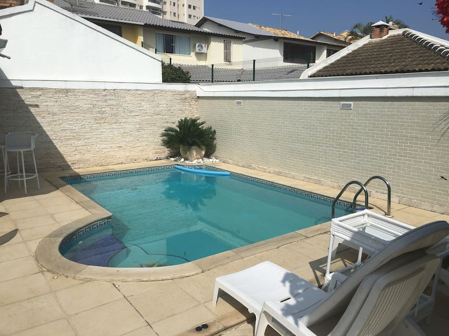 Piscina à disposição do hóspede. Pool at the guest's disposal.