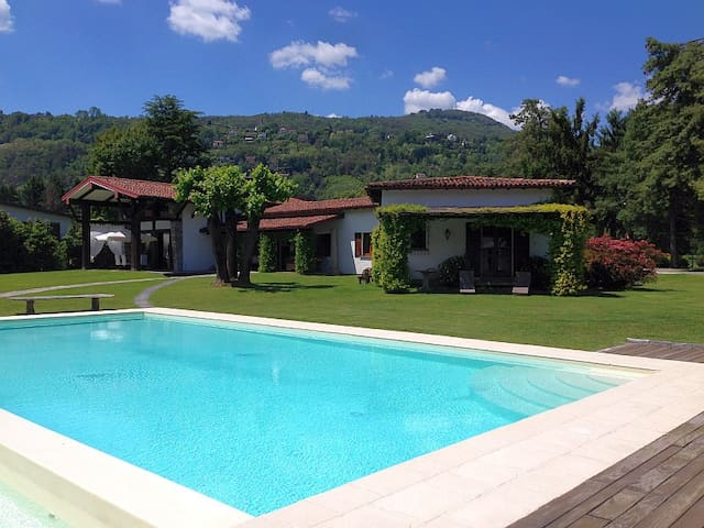 One of the finest villas, lakefront, with pool! - Lesa - Villa
