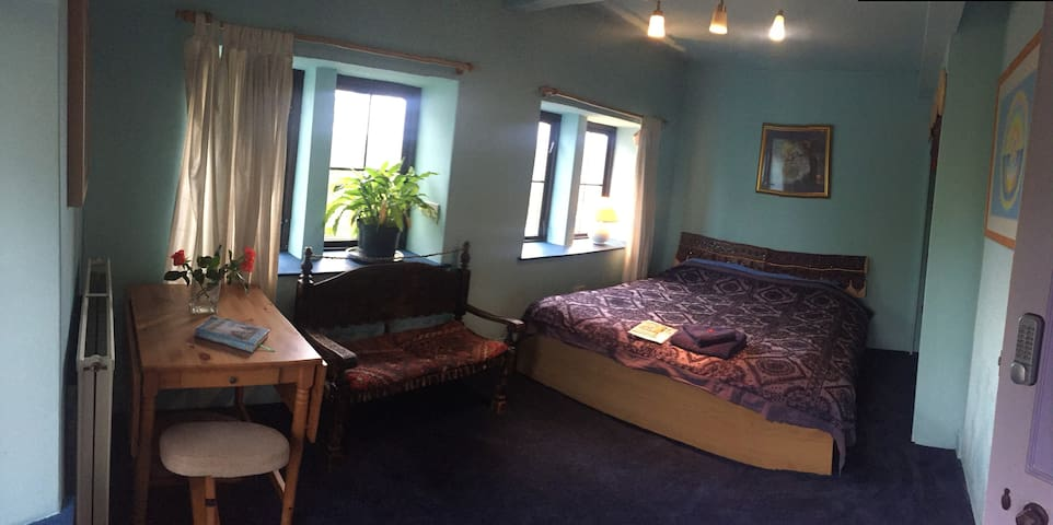 Shekinah Yoga Retreat, Vegan B&B with breakfast!!!