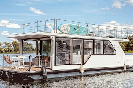Houseboat with 1 bedroom on 50m² in Havelsee