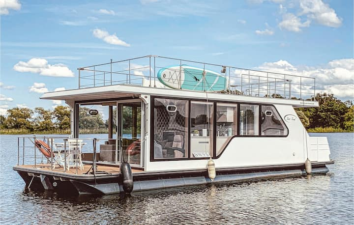 Awesome ship/boat in Havelsee with 1 Bedrooms