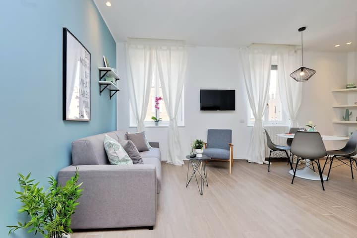 ALTIDO Stylish 2-BR Apartment 3-minute walk from Duomo