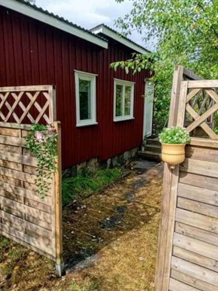 Charmig stuga nära Göteborg och Alingsås