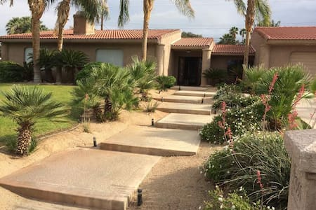 Coachella , Stagecoach & Tennis- rooms available - Bermuda Dunes - Talo