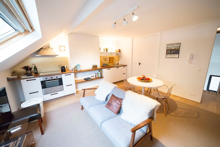 NEW AmAzInG ViNTAGE Duplex**CHATELAIN**UPto4Guests - Ixelles - Huis